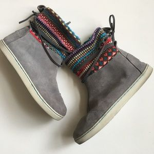 Tom's Nepal Boots Gray Suede Fair Isle Knit 5Y